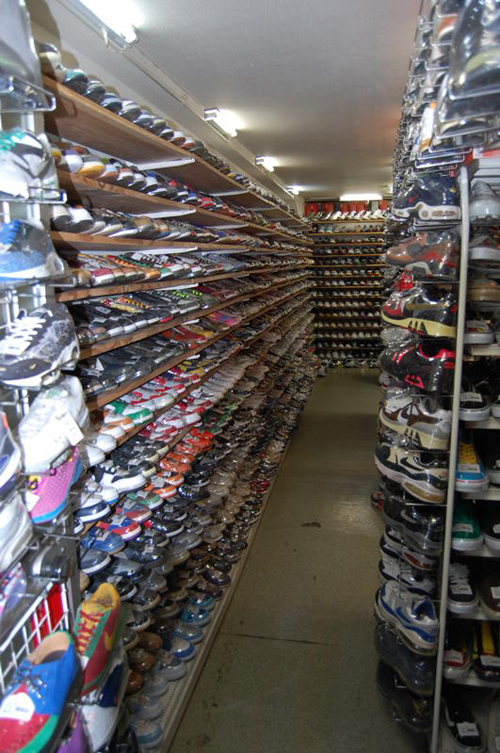 k-skit-japan-sneaker-wall